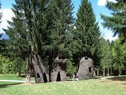 Patrick Dougherty: tana libera tutti. L'uomo ha sempre avuto bisogni degli alberi.