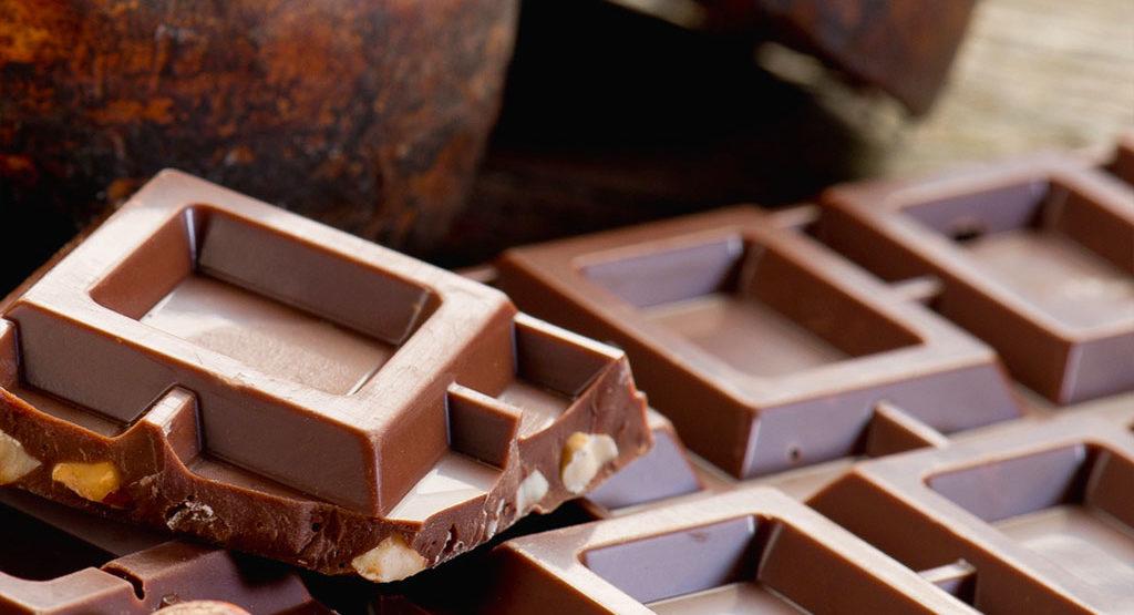 Chi ha creato la ricetta del cioccolato al latte? Nestlè o la famiglia di un artigiano svizzero?