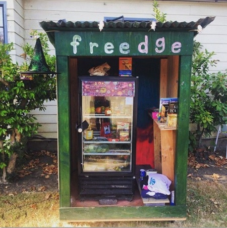 Interessante l'iniziativa inglese Sharing Fridge: frigoriferi sociali, per strada, dove si dona e si prende