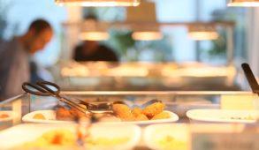 Il ristorante Hiltl, molto popolare a Zurigo, è il luogo che fa per voi se siete vegani o vegetariani o più semplicemente curiosi per una cucina che sta diventando sempre più elaborata.