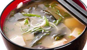 Il dashi, ovvero il brodo, è l'ABC della cucina nipponica. E' l'anima di diversi piatti giapponesi