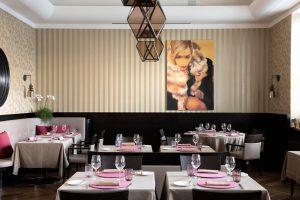 Stefano Sforza, executive chef presso il ristorante Les Petites Madeleines del Turin Palace Hotel, punta sull' essenza, ricercando il gusto deciso e originale coniugato all'impiattamento elegante e armonioso