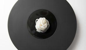 """Il progetto """"Colours&Feelings"""", un percorso tra cucina e arte e design, in collaborazione con il Turin Palace Hotel e il ristorante Les Petites Madeleines, si sviluppa in concomitanza con la mostra """"L'emozione dei colori nell'arte""""(Gam, 14 marzo/ 23 luglio 2017). Durante il periodo dell 'esposizione della mostra si potrà degustare un piatto, """"Il Bianco e il Nero"""" e un drink, """"Il Verde e il Rosso"""", ispirati ad alcune opere esposte nella mostra."""