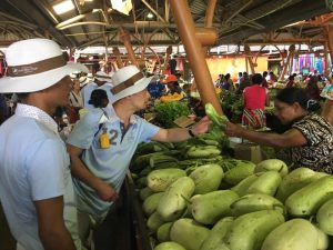 Al mercato a Mauritius con 6 chef del Festival Culinaire Bernard Loiseau per la presentazione della cucina mauriziana