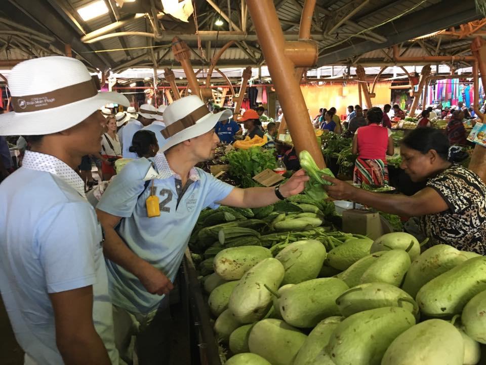 Al mercato a Mauritius con 6chef del Festival Culinaire Bernard Loiseau per la presentazione della cucina mauriziana