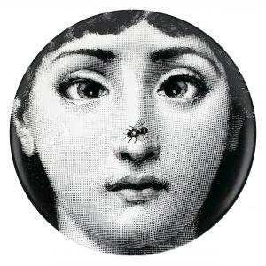 a chi appartiene quel volto diventato simbolo di Fornasetti? Alla cantante lirica Liliana Cavalieri