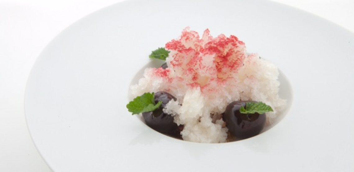 Ciliegie allo zenzero, camomilla, cioccolato bianco e granita ai fiori di sambuco