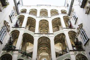 4 palazzi di napoli da capogiro famelici for Palazzo in stile spagnolo