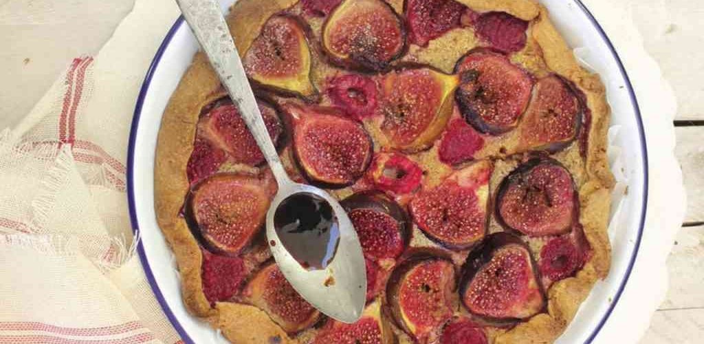 ricette estive: crostata integrale con fichi e lamponi