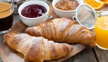 Croissant con crema chantilly a base mascarpone