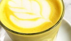 Golden milk, blue milk da Panini Durini a Milano