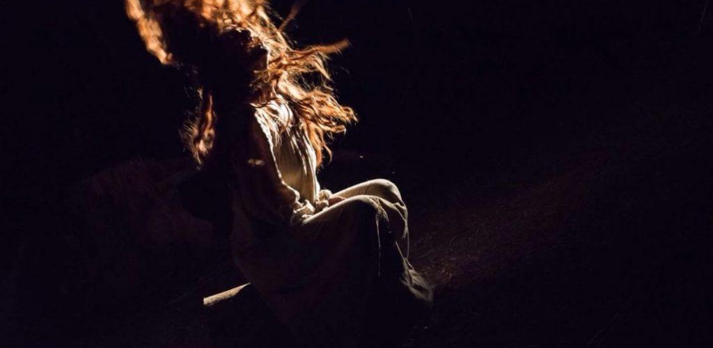 Stria, uno spettacolo teatrale che racconta un fatto realmente accaduto con protagonista una donna che vuole giustizia