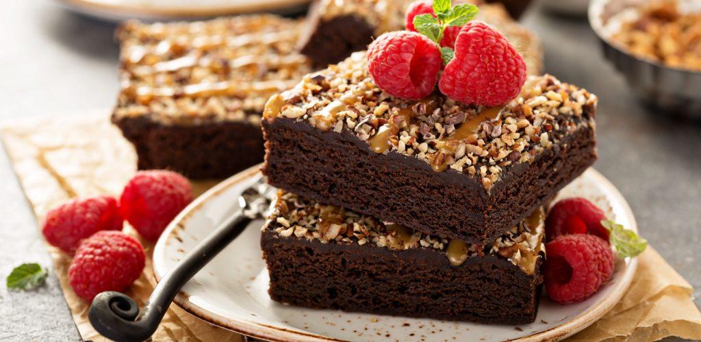 Torta nocciole, caramello e cioccolato