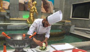 Lo chef dell'hotel Allegroitalia Golden Palace Mohamed Lamnaour e la sua cucina