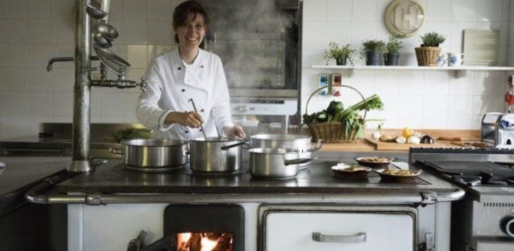 Federica Rossini al ristorante Cacciatori a Cartosio porta avanti la tradizione femminile che vuole le donne in cucina