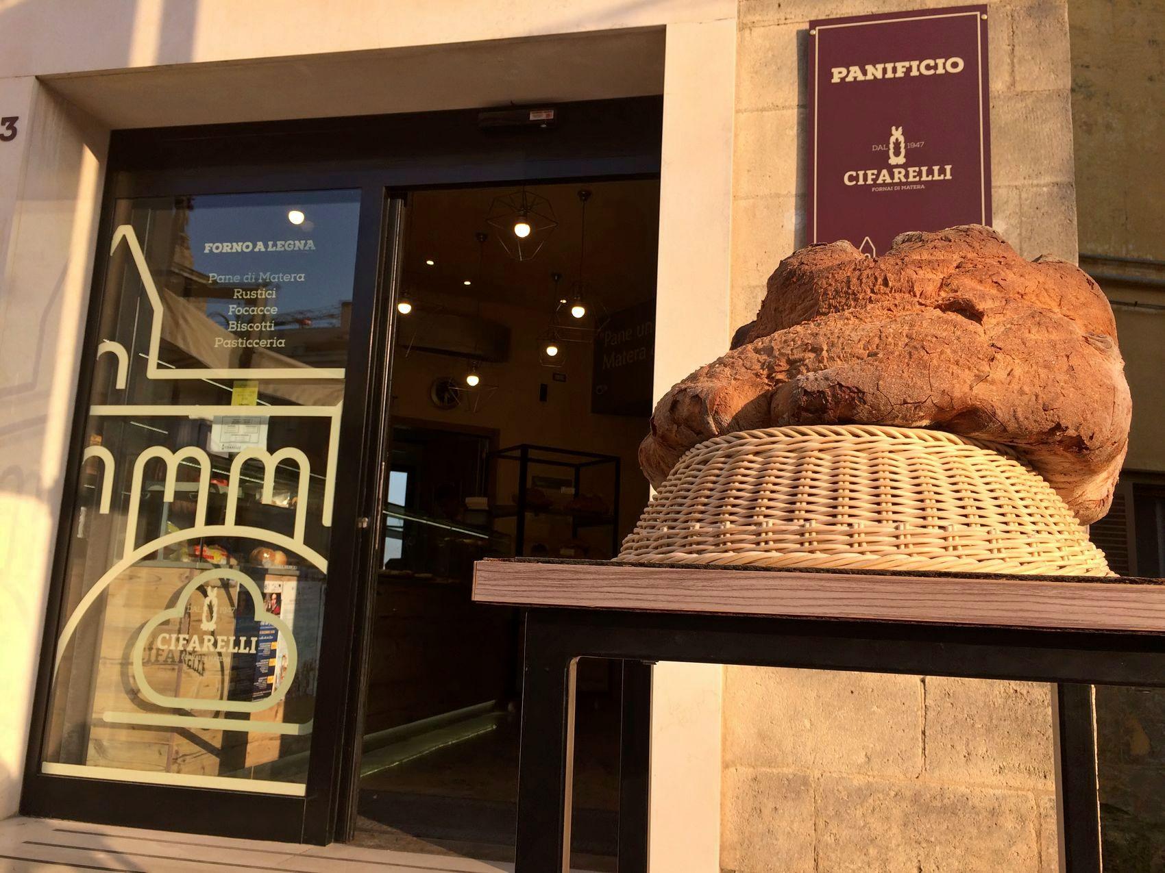 La destinazione italiana più cool del 2019 è Matera: il pane di Matera