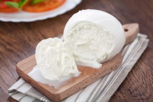I formaggi italiani più buoni: la mozzarella di bufala