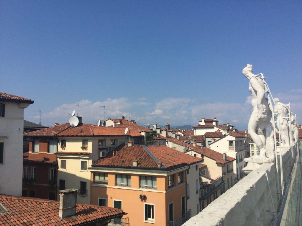 vicenza. città del Palladio. Vista dai tetti per un aperitivo indimenticabile