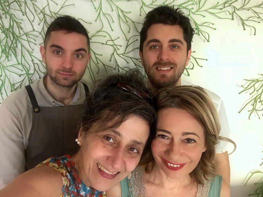 Flora, ristorante di natura e di design: Monica Viani e Daniela Ferrando con lo chef e il sommelier
