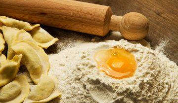 l'arte di fare la pasta fatta in casa: pasta cotoure per il World Pasta Day 2019