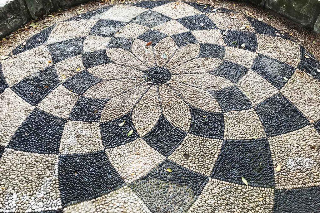 Famelici_Villa Durazzo Pallavicini_mosaico ligure risseu giardino esoterico