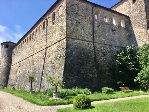 itinerari nel piacentino: castello di agazzano