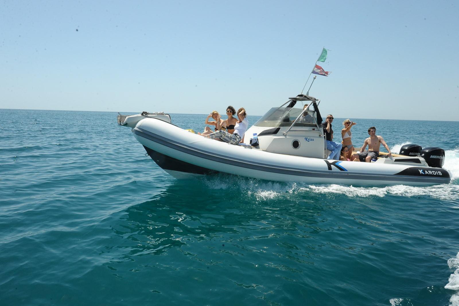 la_ costa_ di_ manfredonia_ la _porta del _gargano_barca