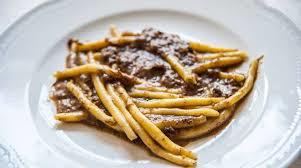 macaròn fàt cón l'angùcia, pisarei e fasö, brachettone: la cucina dei colli piacentini