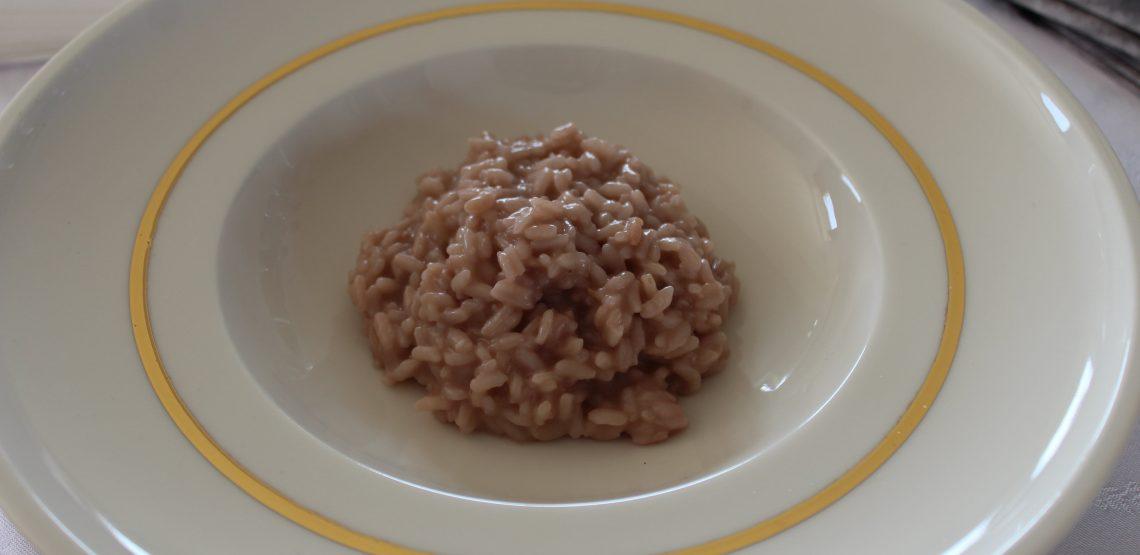 Risotto al rosso Boca delle Colline Novaresi e toma di Campertogno. Ricetta dell'Allegra Cucina di Novara. I segreti di una ricetta del novarese