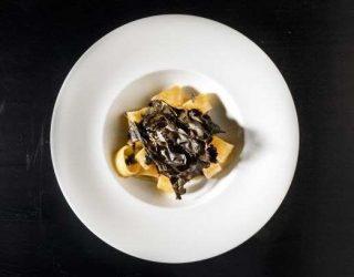 pacòte con totano, #tumapersa, bieta croccante della chef Caruso. Pasta e pesce per la vigilia di natale