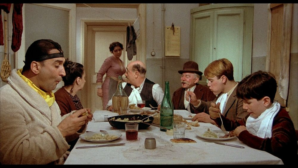 Fellini un regista goloso, 3 cocktail felliniani: Amarcord