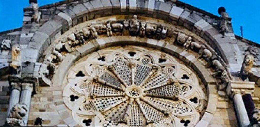 l'unico rosone al mondo con 11 colonne. dove? A troia, la cattedrale
