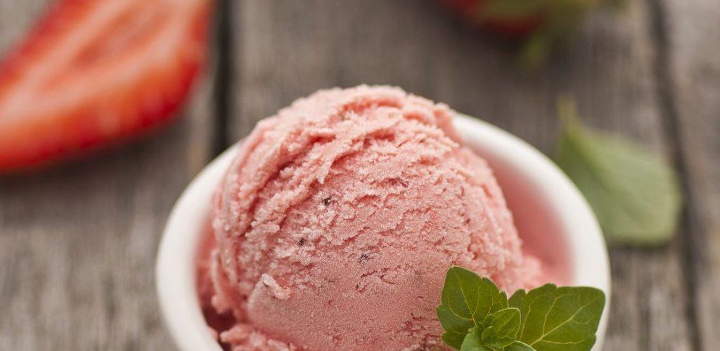 Gelato Day. Il gusto dell'anno yogurt e fragole