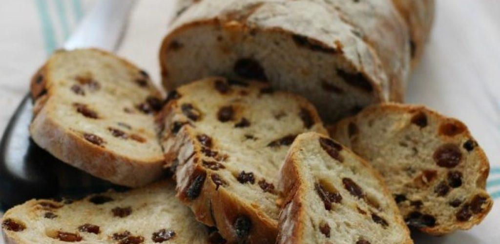 La ricetta del pane all'uva, ottimo per antipasti