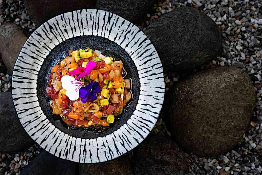 a cena da Shambala, ristorante fusion: poke pesce