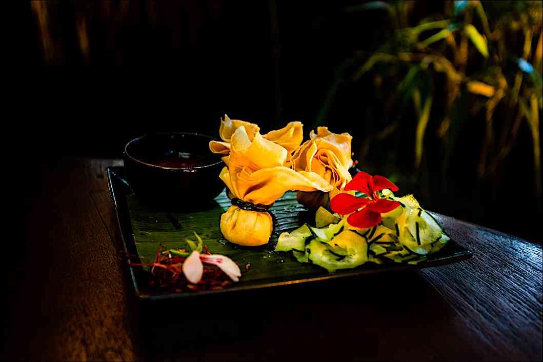 a cena da Shambala, ristorante fusion: ravioli fritti