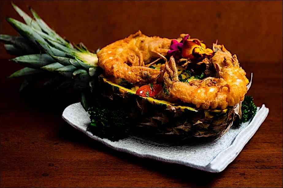 a cena da Shambala, ristorante fusion: riso fritto con gamberoni