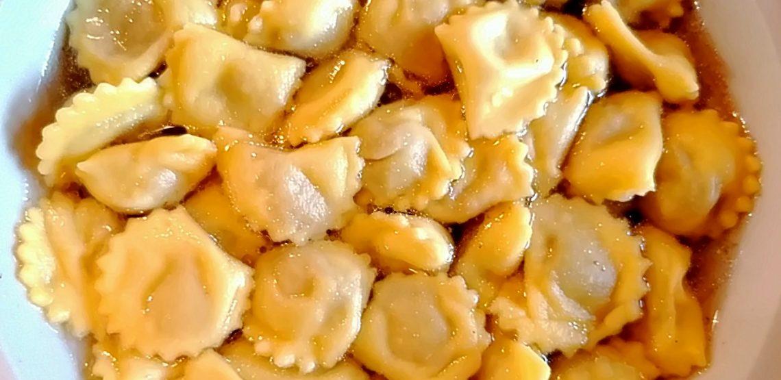 anolini la disfida tra Piacenza e Parma. La ricetta della cucina piacentina dell'agriturismo Il Viandante