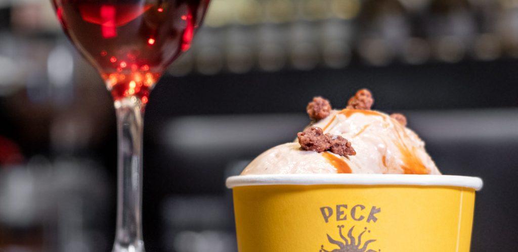 gelato dell'estate da peck: Noce e caramello salato con noci pralinate al cioccolato